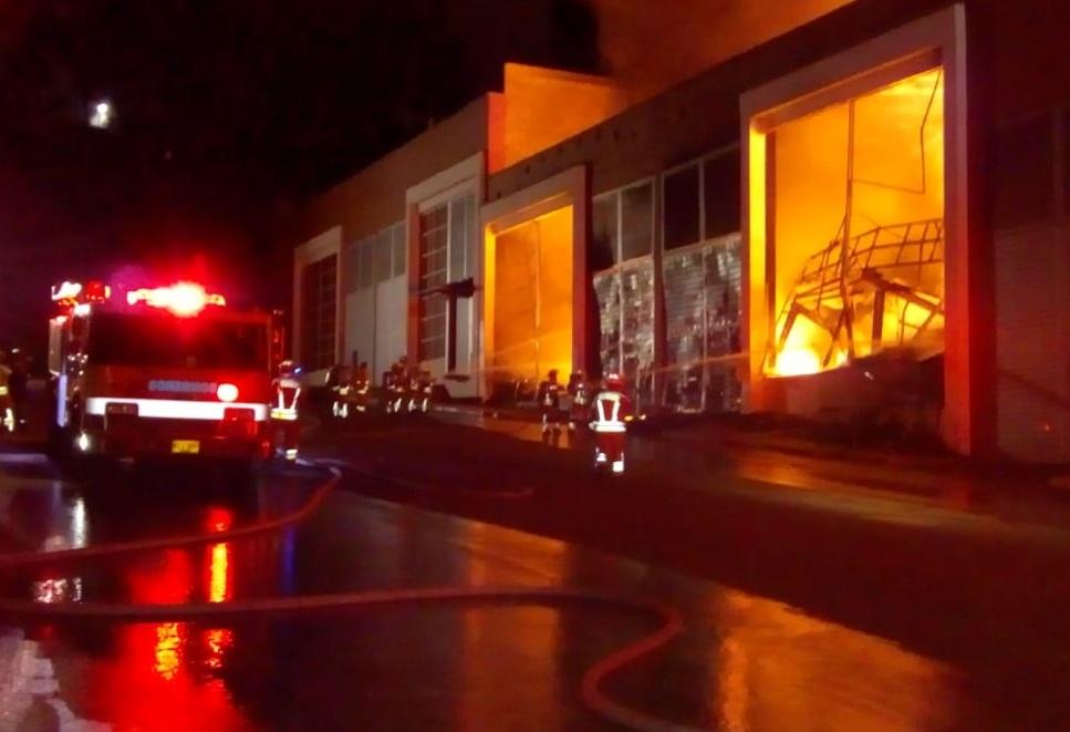 Grave incendio en bodega en Rionegro